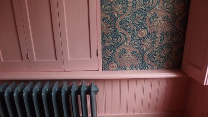 Blinds, radiator, wainscot, wallpaper, all there.
